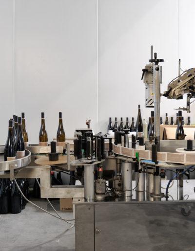 Chaîne d'étiquetage des bouteilles de vin