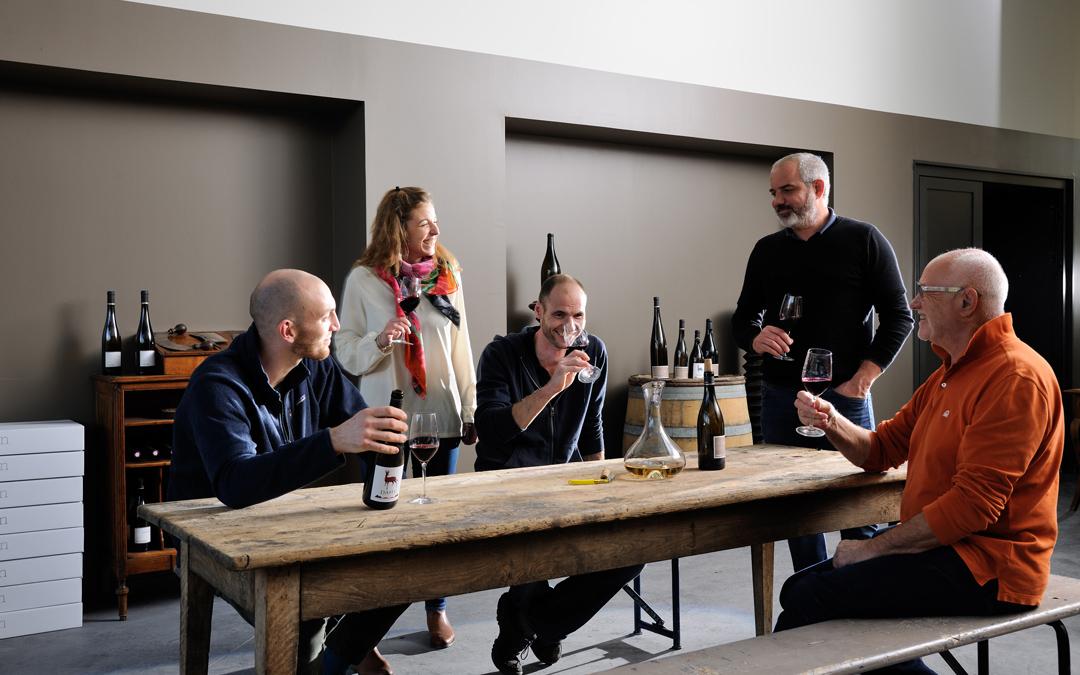Dégustation de vin conviviale à la cave Julien Pilon